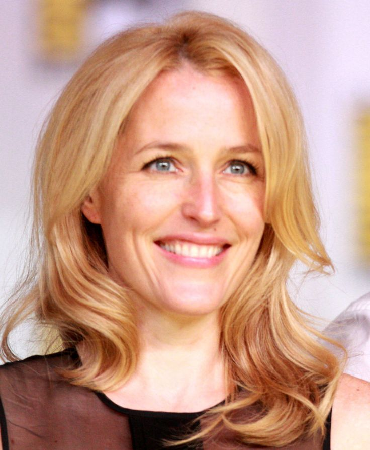 1200px-Gillian_Anderson_2013_(cropped).jpg